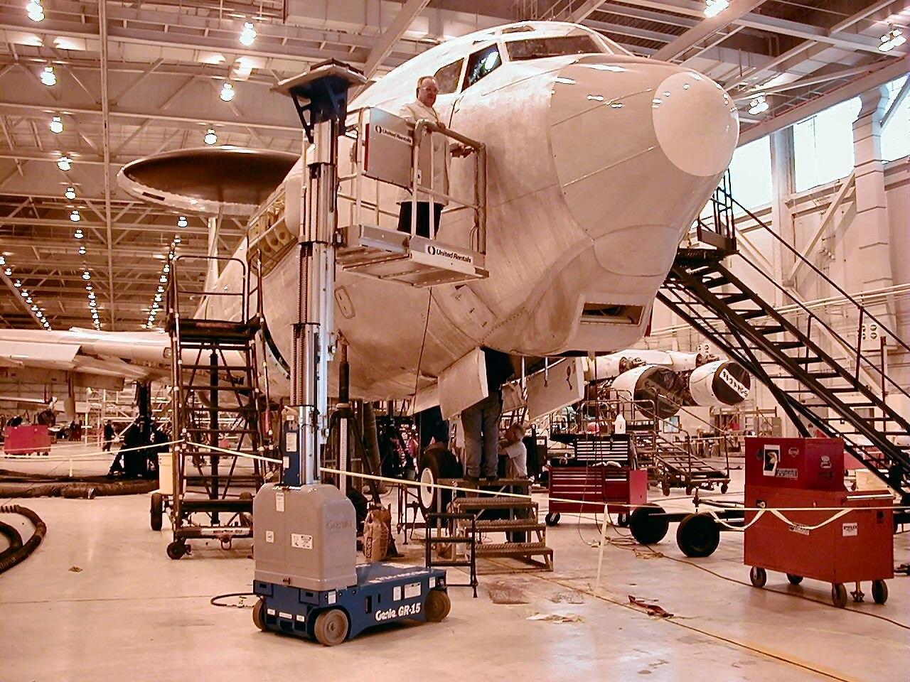 aerial work platform maintaining a boeing jet